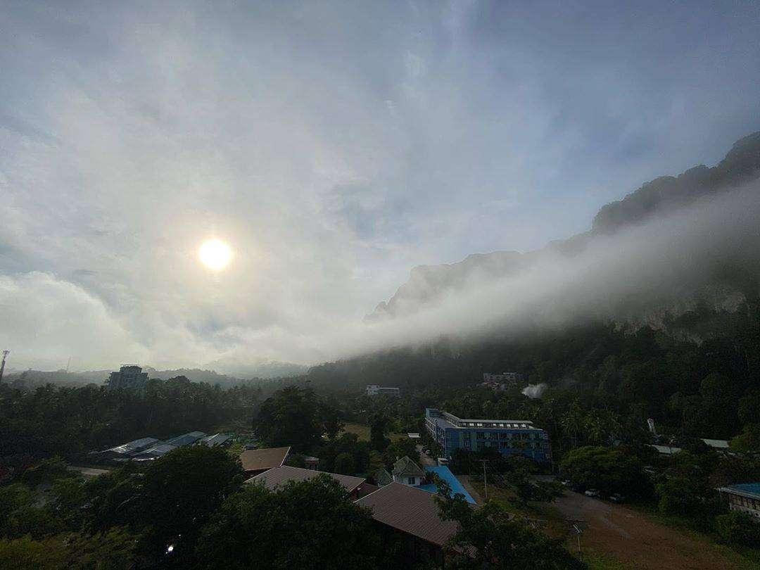 Wolken in het dal van Ao Nang