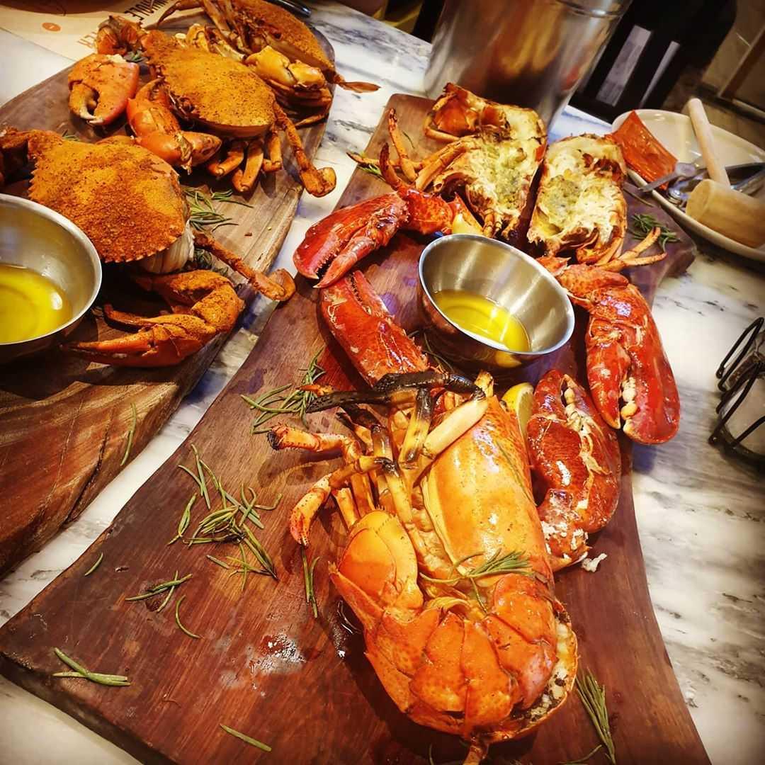 Fresh lobster and crab at Crab & Claw in Siam Paragon, Bangkok