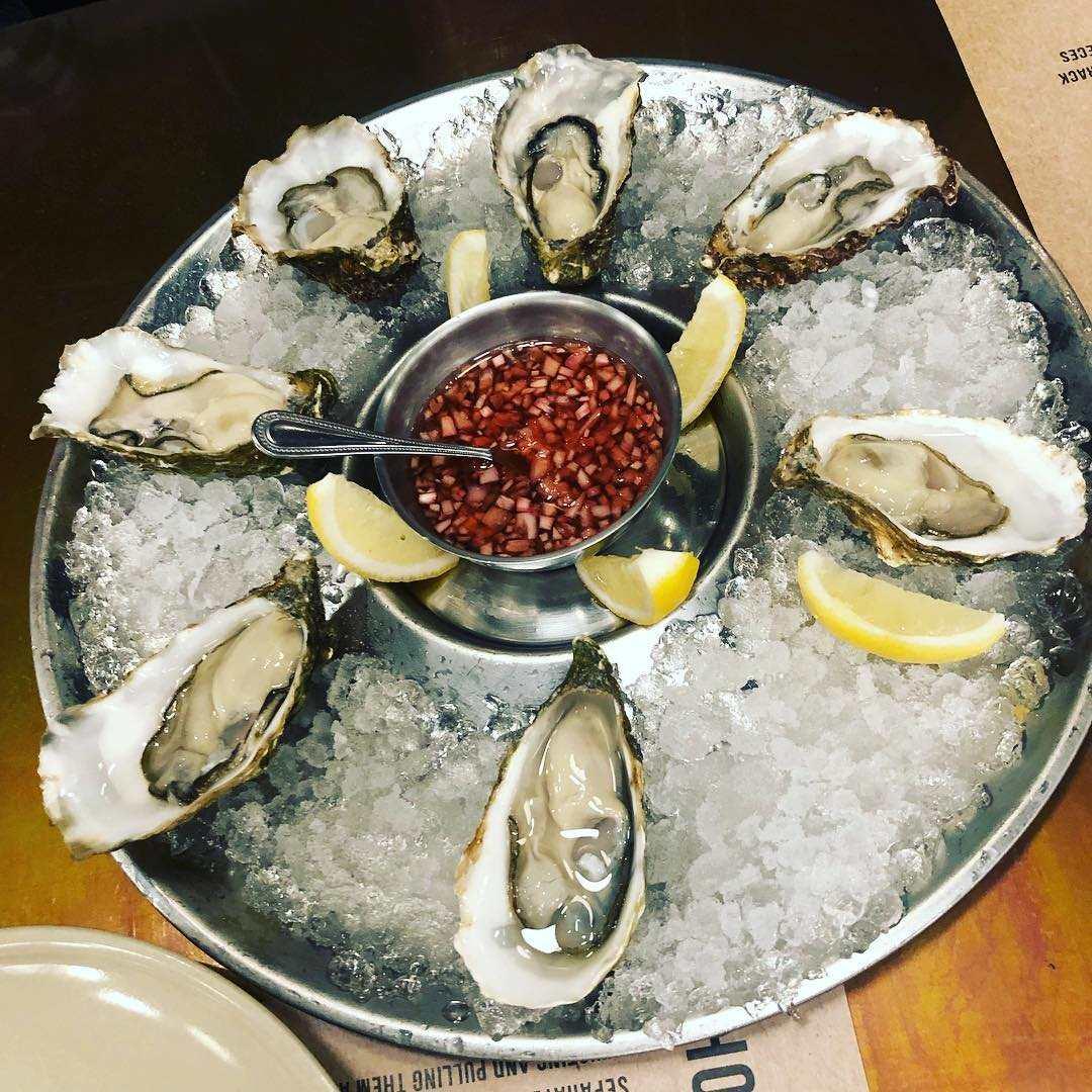 Fresh oysters at Crab & Claw in Siam Paragon, Bangkok