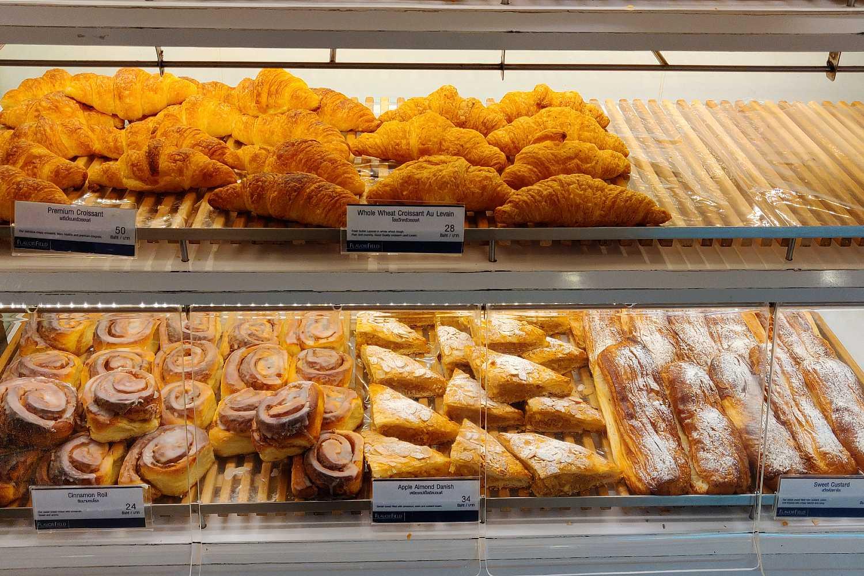 Verschillende soorten broodjes bij BreadTalk in Siam Paragon, Bangkok (Thailand)
