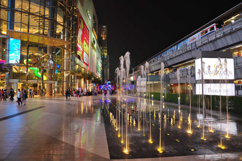 Atrium (main entrance) of Siam Paragon shopping mall in bangkok