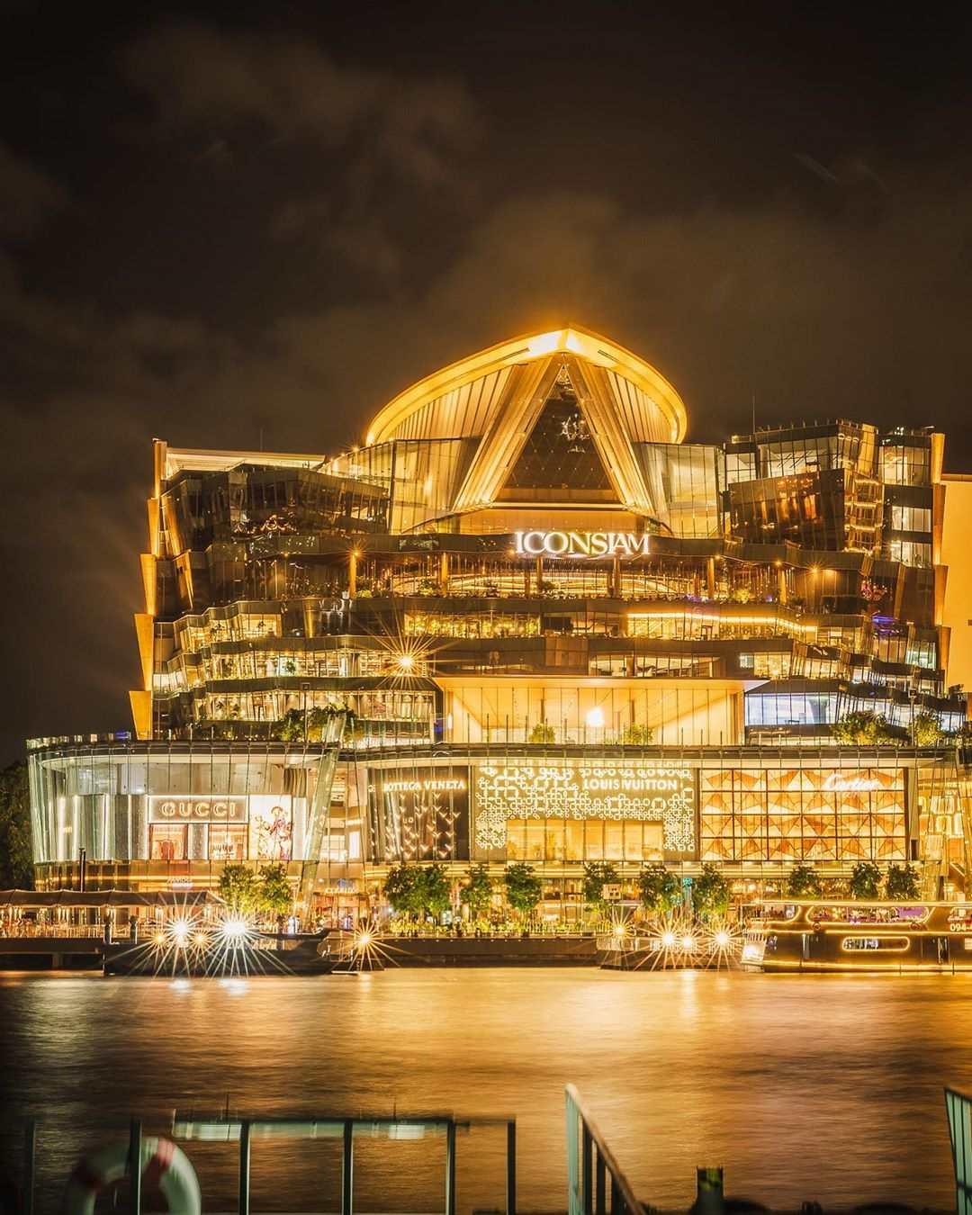 Het mega winkelcentrum ICONSIAM in Bangkok