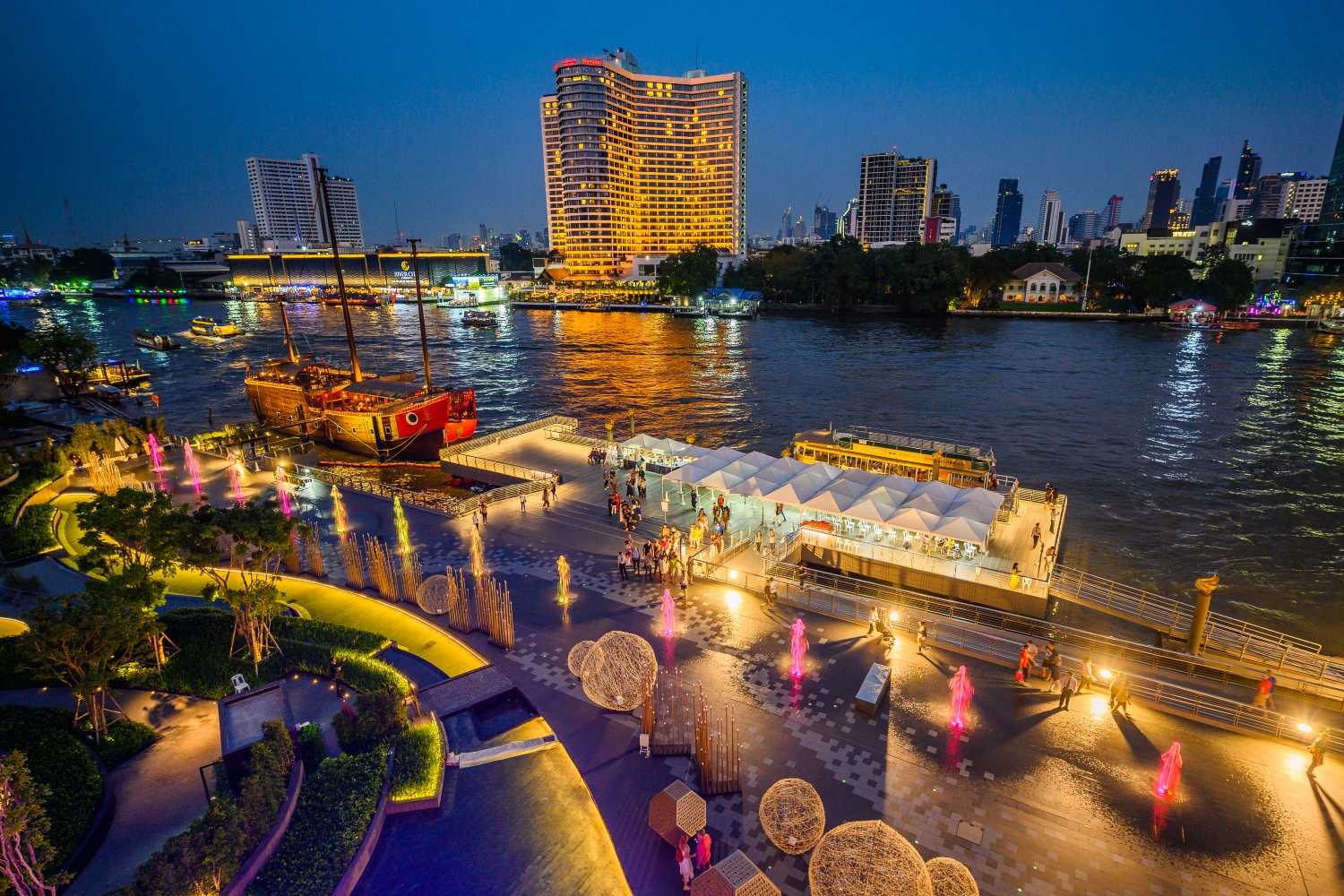 River Park with in the foreground the ICONIC Multimedia Water Features at ICONSIAM in Bangkok.
