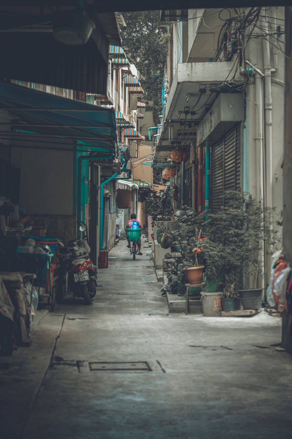 Quiet on the street in the China Town neighborhood of Bangkok