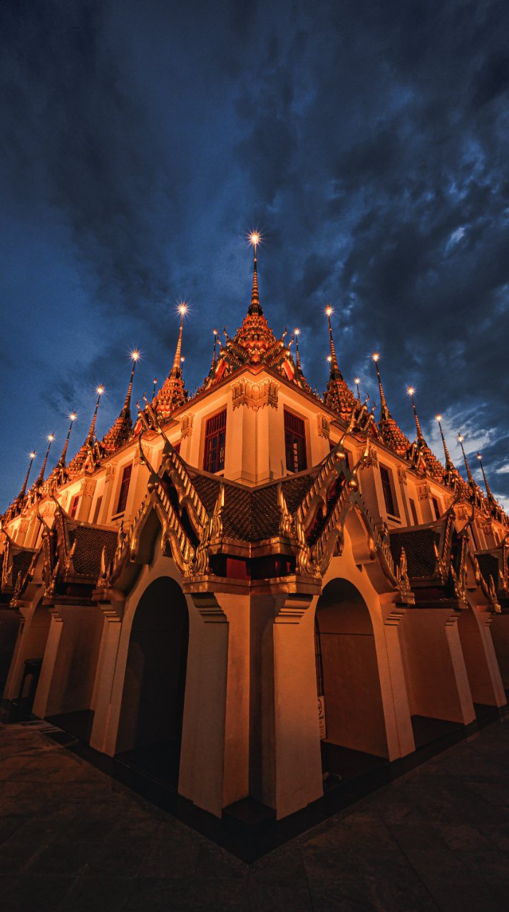 Wat Ratchanatdaram Worawihan (Loha Prasat in Bangkok) at sunset