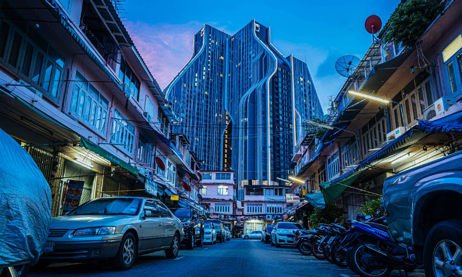 Old and modern buildings in the SamYan district of Bangkok