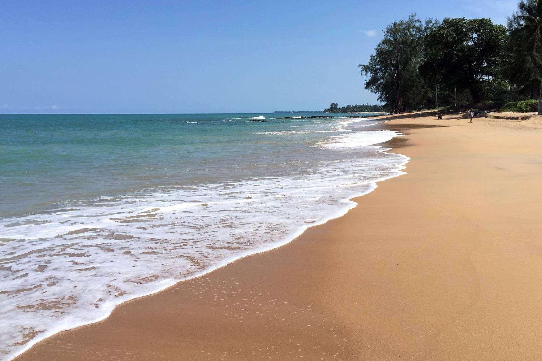 Zand en zee van Nang Thong Beach