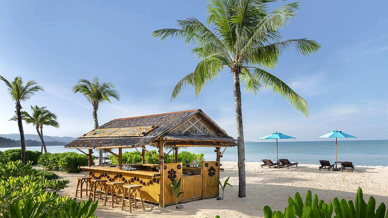 Small bar on the white beach in front of Le Meridien Resort