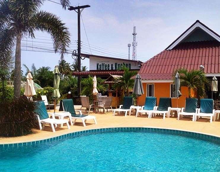 Zwembad van Coconut Homes & Cafe