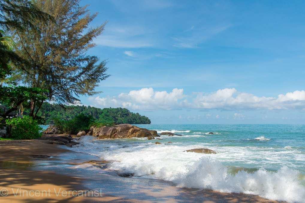 strand en zee van Nang Thong Beach Khao Lak
