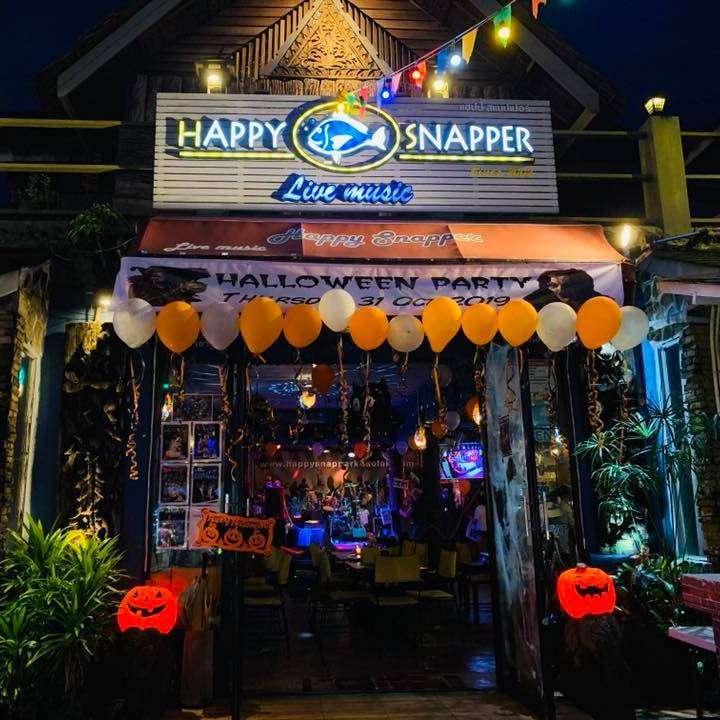 Voorkant van de Happy Snapper Bar in Nang Thong Beach, Khao Lak