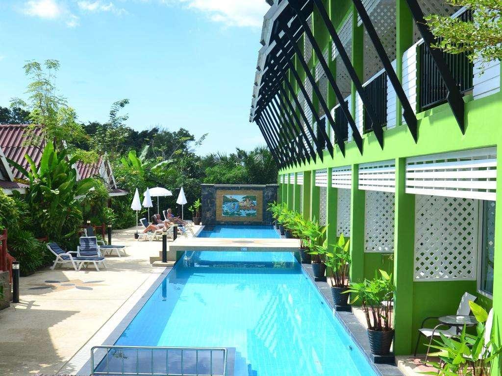 Het zwembad van Khaolak C-nior Bungalows in Khao Lak