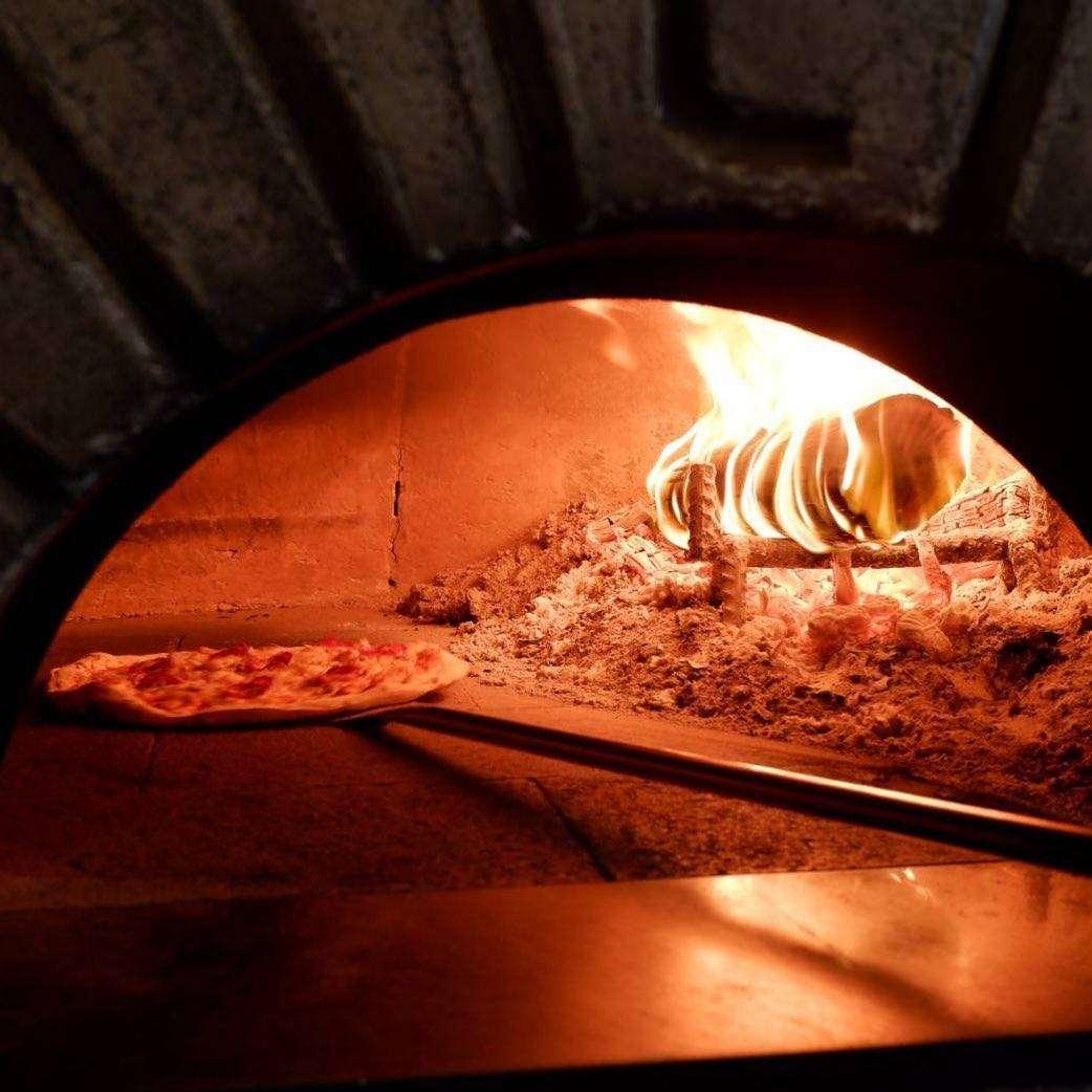Pizza in de houtoven van Peter Pan in Khao Lak