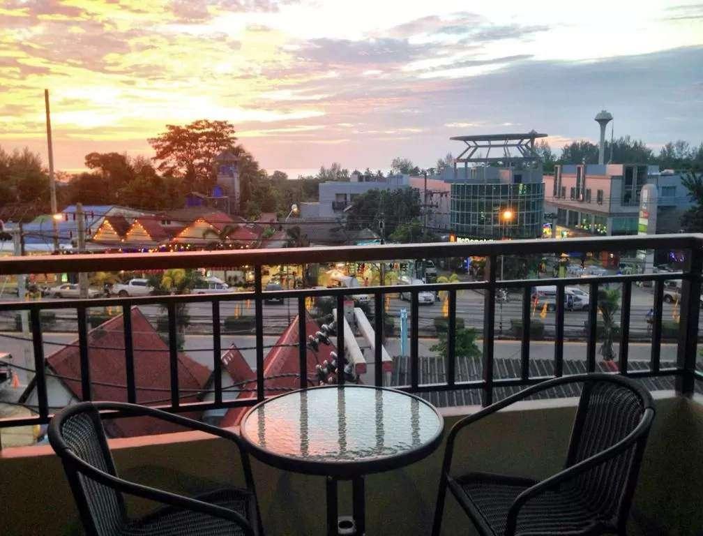 Uitzicht vanaf het balkon van het Rakkawan Residence in Khao Lak