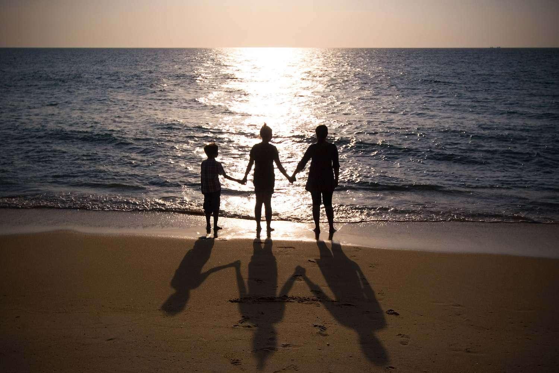 Zonsondergang met de familie op Mai Khao beach in Phuket