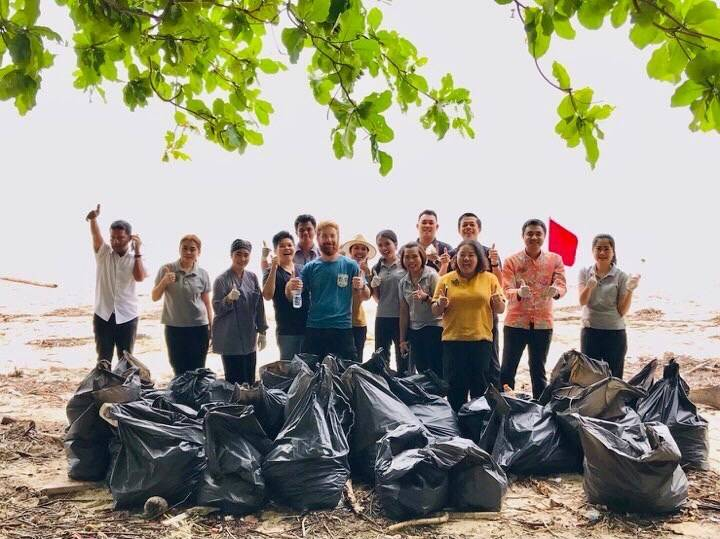 Cleaning up plastic and other rubbish in Sirinat National Park