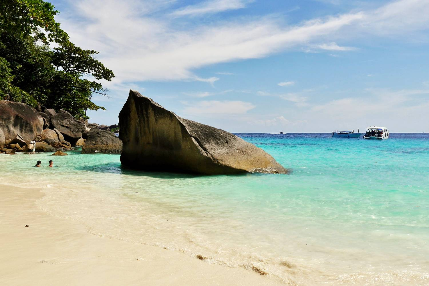 Koh Miang, big rock on the white beach