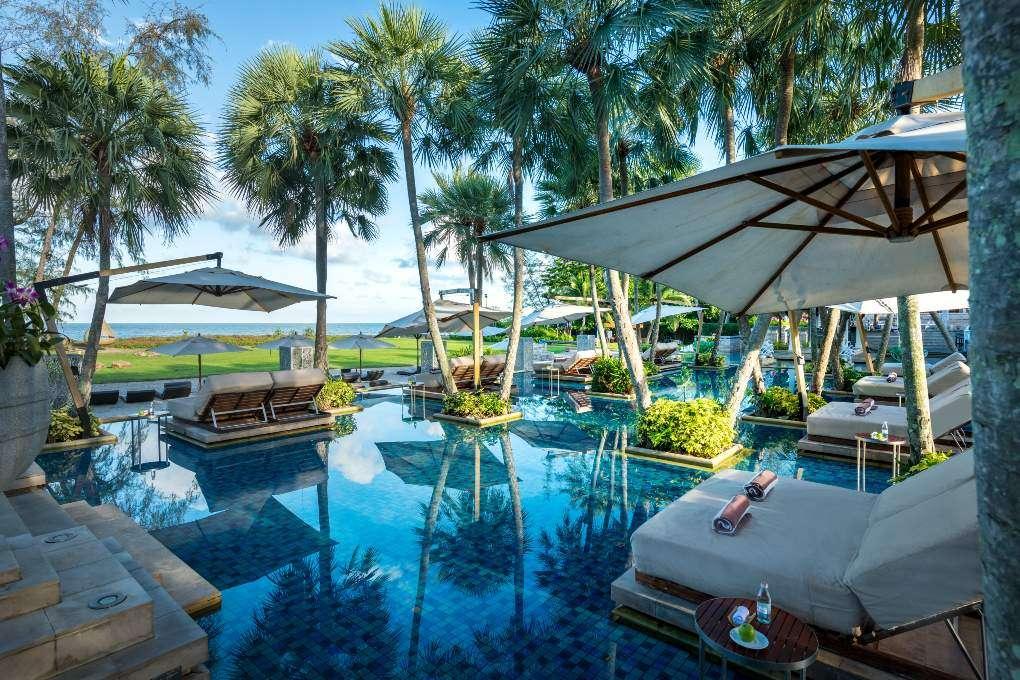 De infinity pool van Anantara Mai Khao Phuket Villas