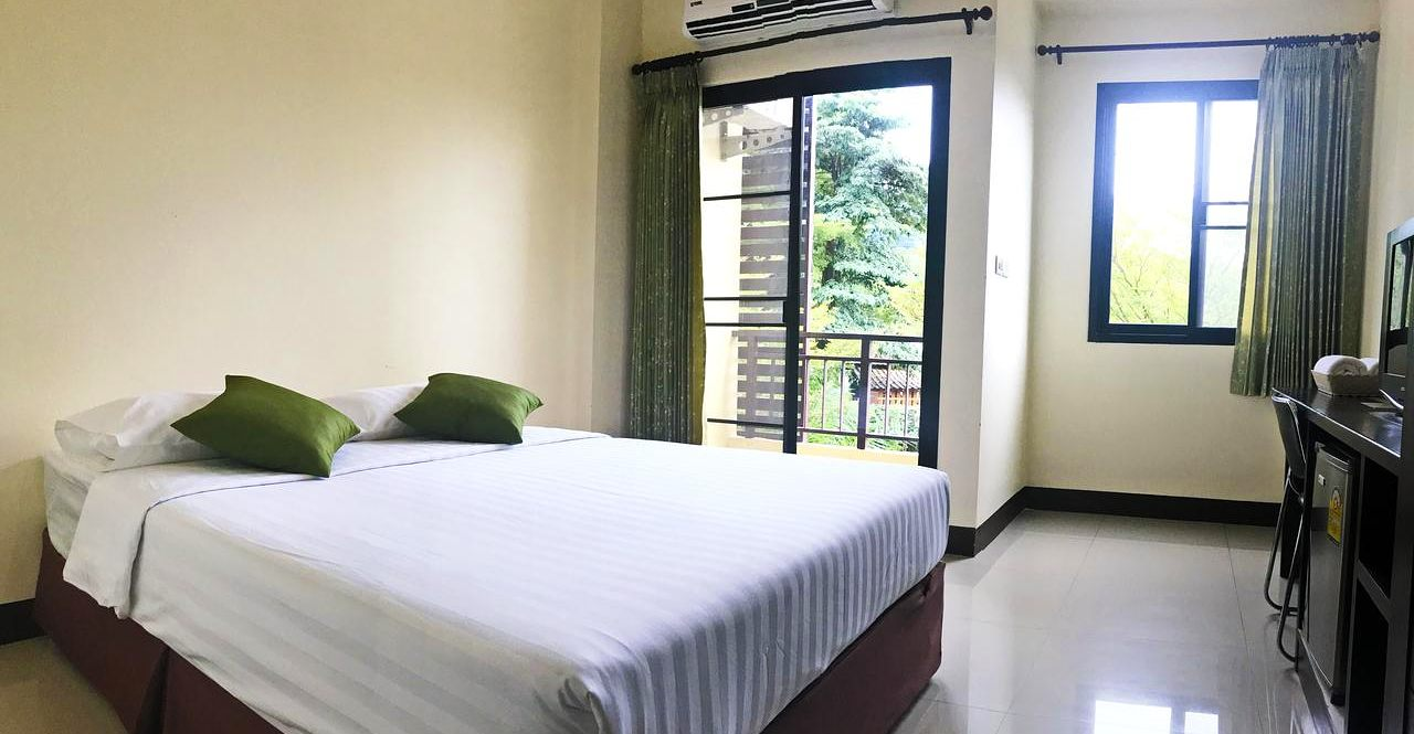 hotel room with balcony in Phang Nga Town