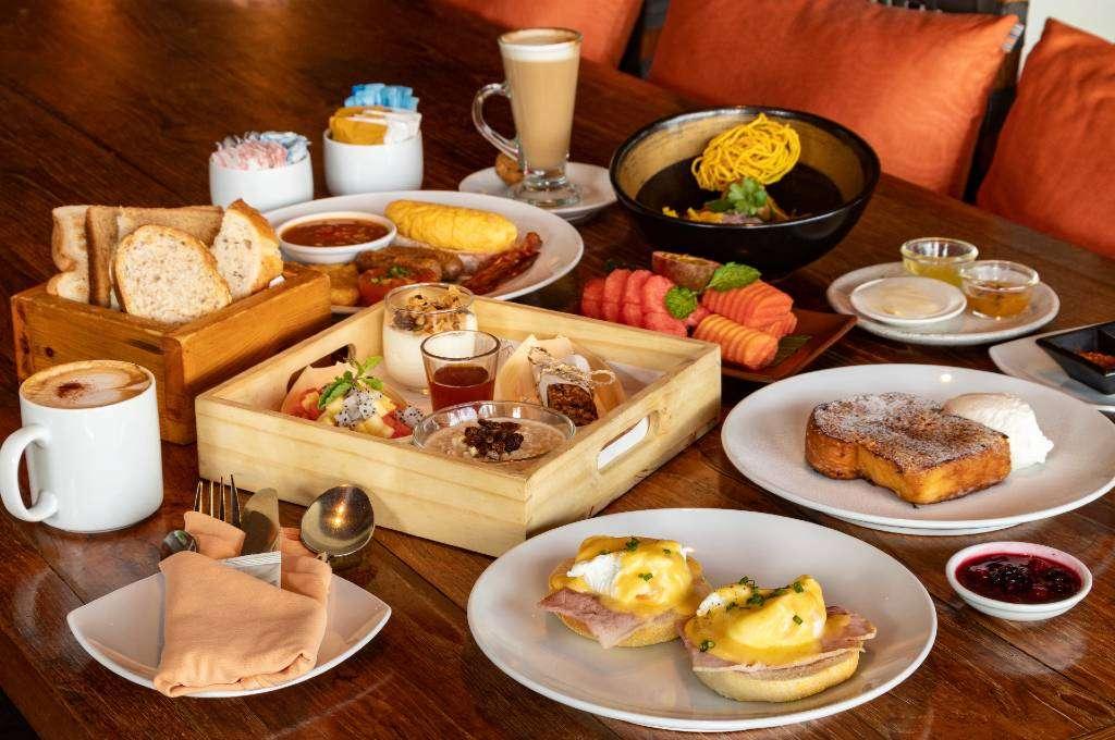 Ontbijt bij het JW Marriott Phuket Resort & Spa aan Mai Khao Beach, Phuket