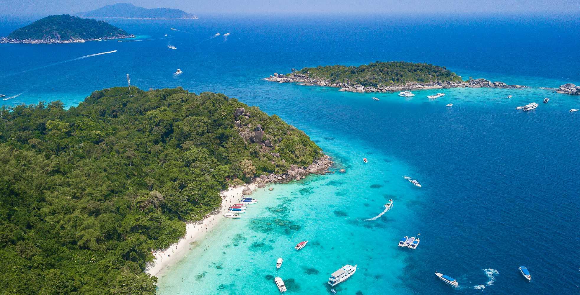 Similan Eilanden , glashelder water en witte stranden in Thailand