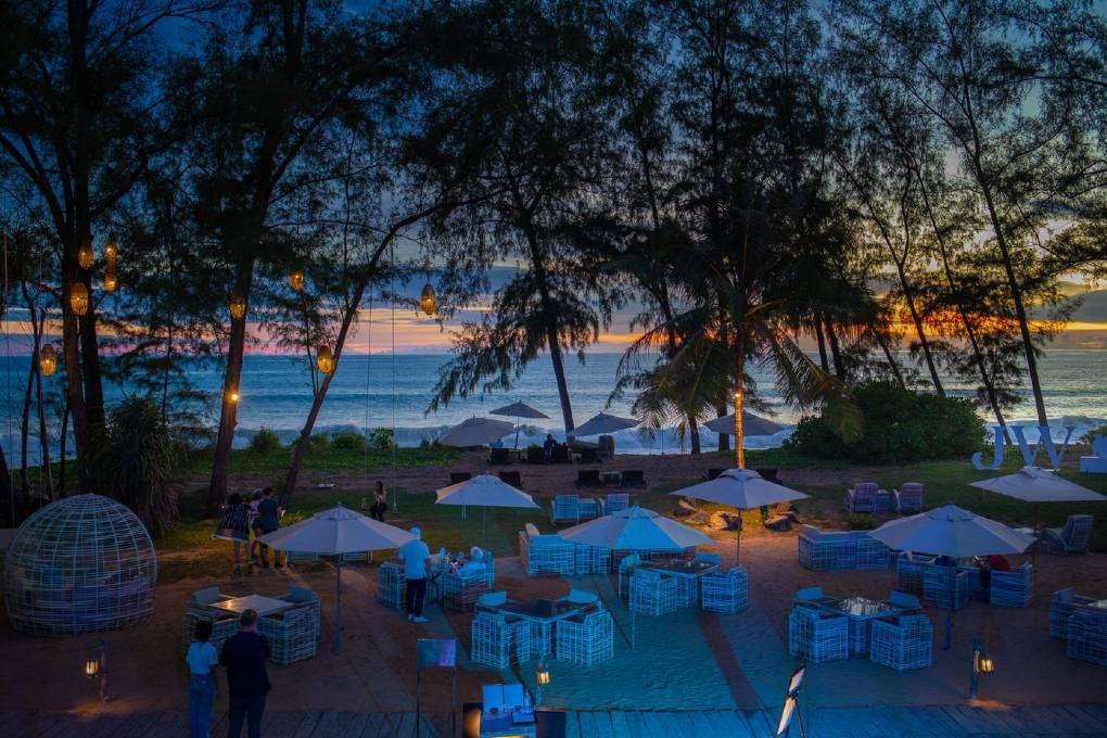 M Beach Club aan Mai Khao beach op Phuket