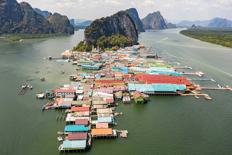 Koh Panyi on Phang Nga gezien met een drone