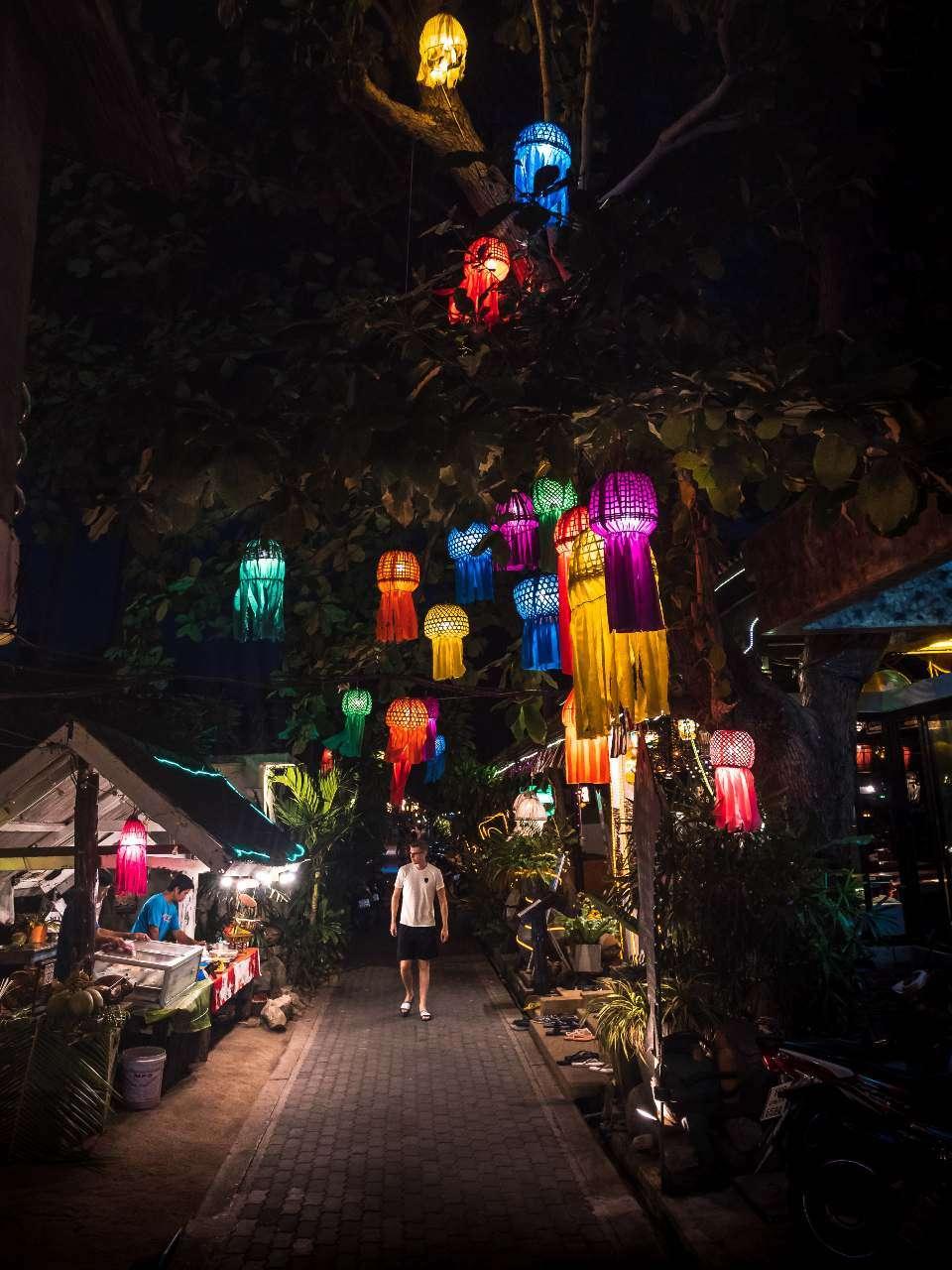 Koh Tao Walking Street between Mae Haad and Sairee Beach