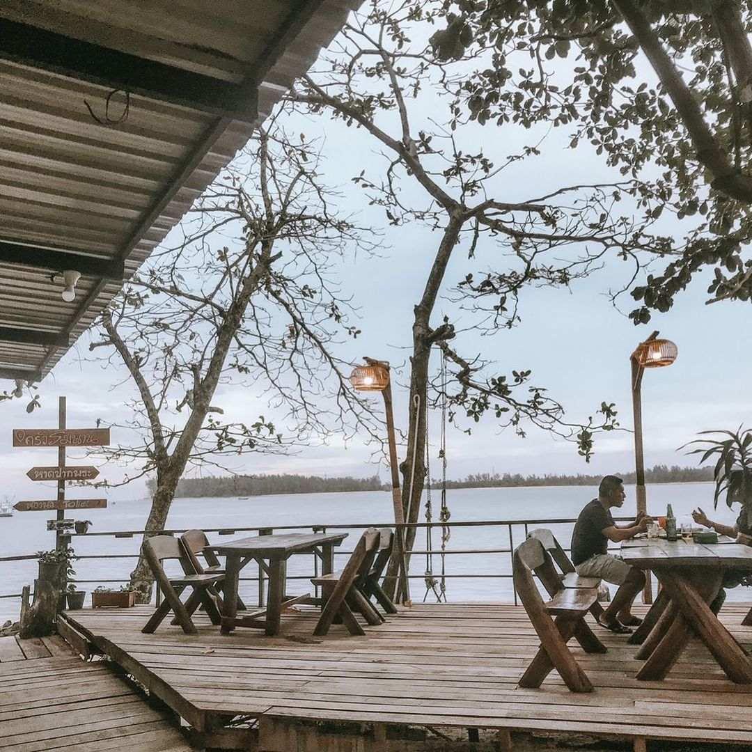Rimpan Seafood aan de Phuket kant van de Sarasin brug