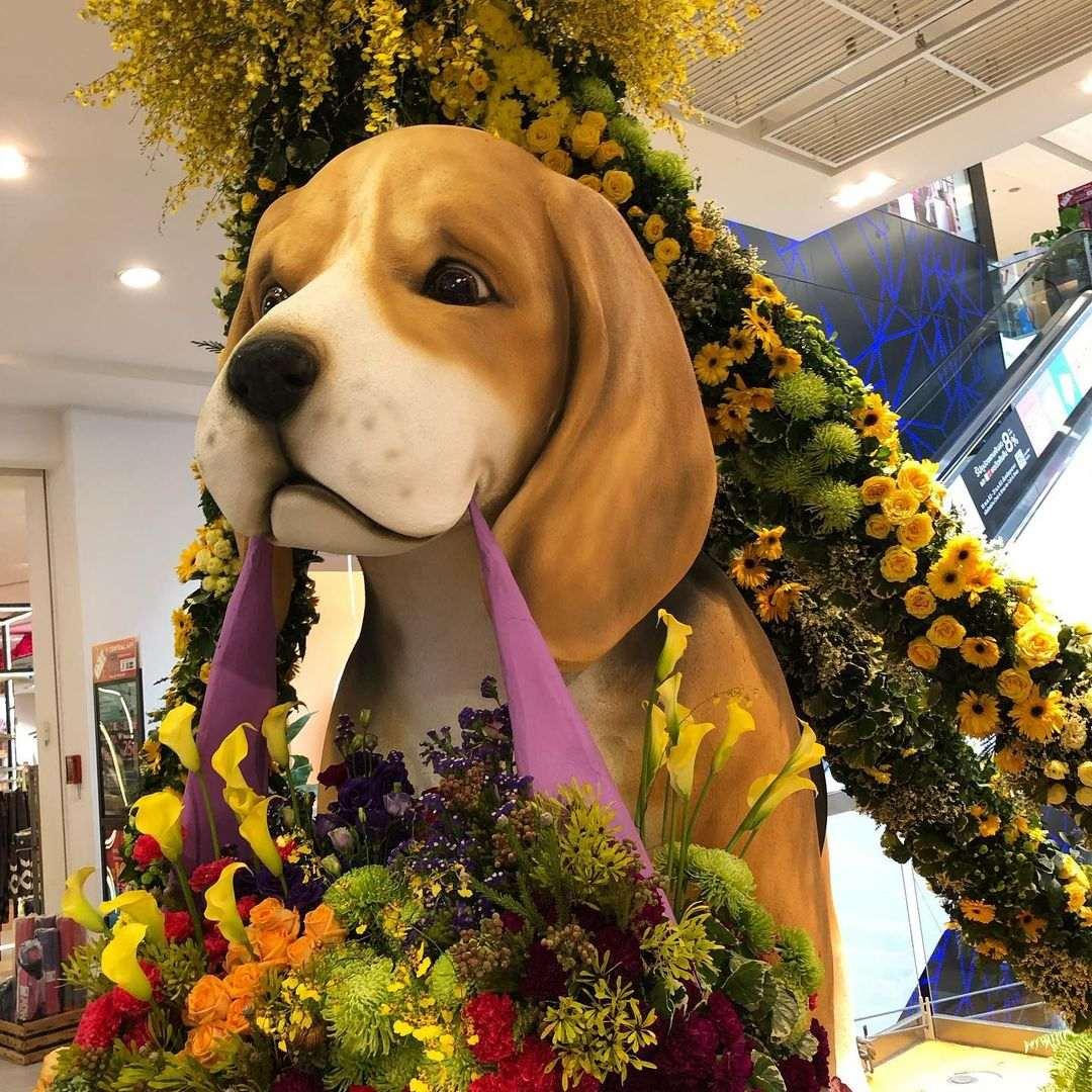 Kerstversiering bij Central Department Store in Bangkok tijdens de kerstdagen van 2020