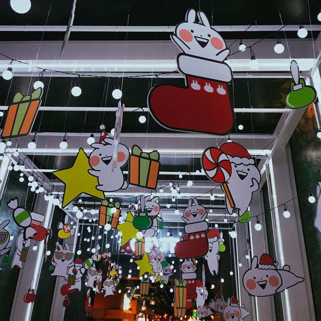 Kerstversiering bij Siam Discovery in Bangkok tijdens de kerstdagen van 2020