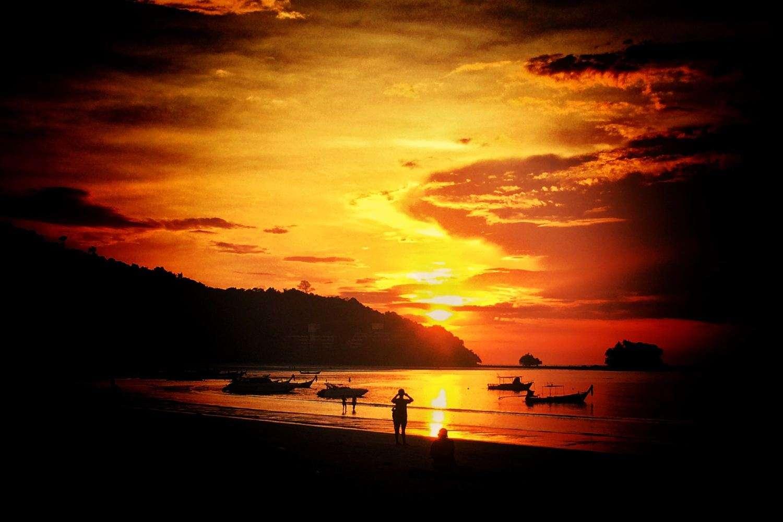 Zonsondergan op Nai Yang Beach, Phuket