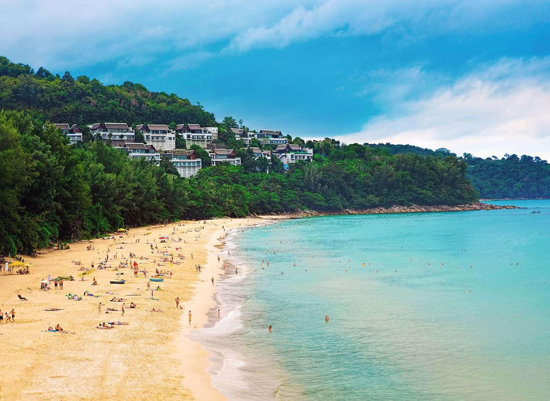 Er is alijd welk een plekje te vinden op Nai Thon Beach in Phuket