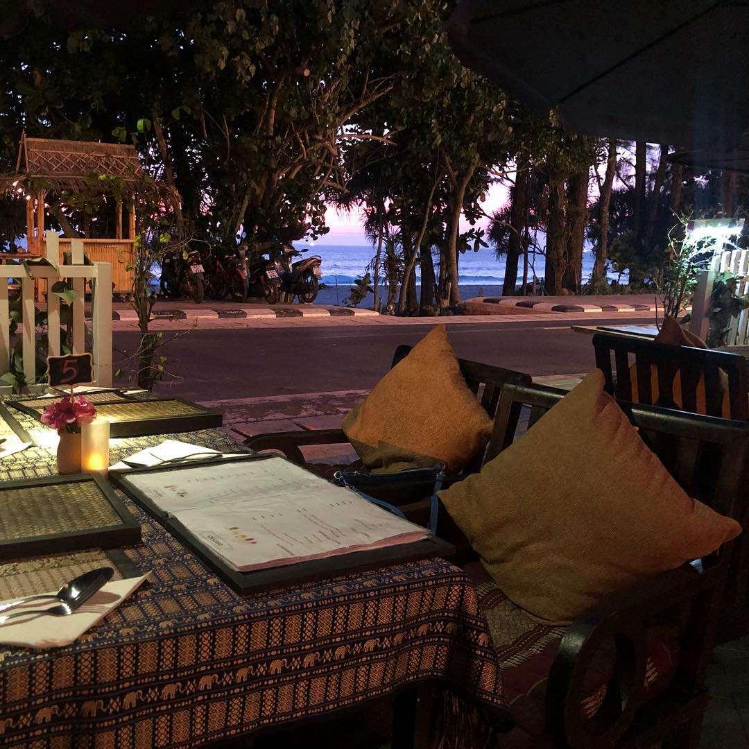 Buiten bij Shameena's Restaurant in de buurt van Nai Thon Beach in het noorden van Phuket
