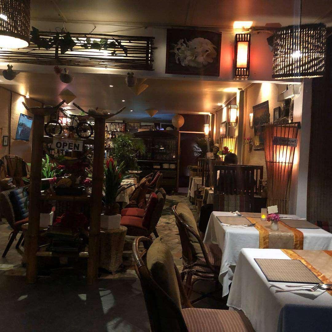 Binnen bij Shameena's Restaurant in de buurt van Nai Thon Beach in het noorden van Phuket