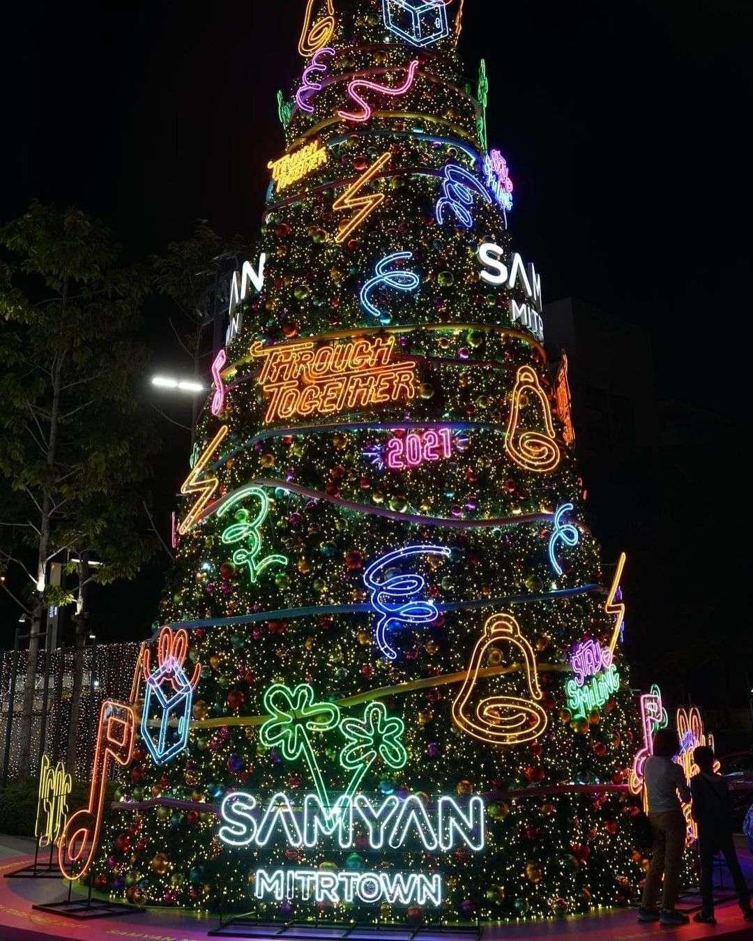 Kerstversiering bij Samyan Mitrtown in Bangkok tijdens de kerstdagen van 2020
