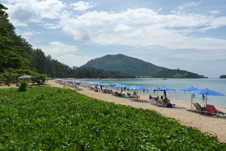 Het strand van Nai Yang Beach op Phuket, Thailand