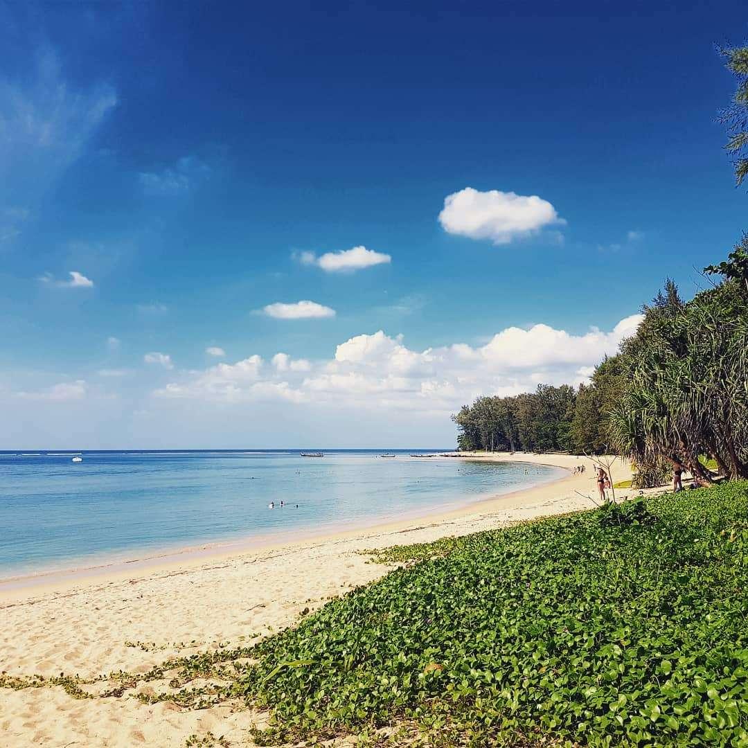 De baai van Nai Yang Beach op Phuket, Thailand