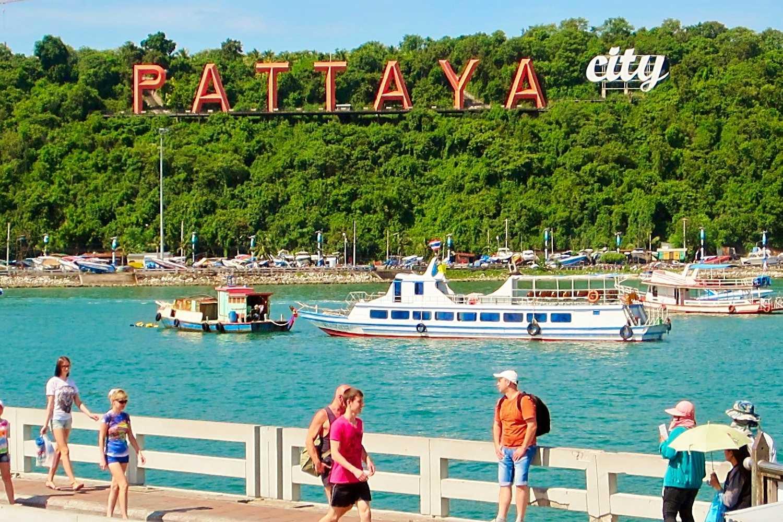 Bali Hai Pier met mensen in Pattaya