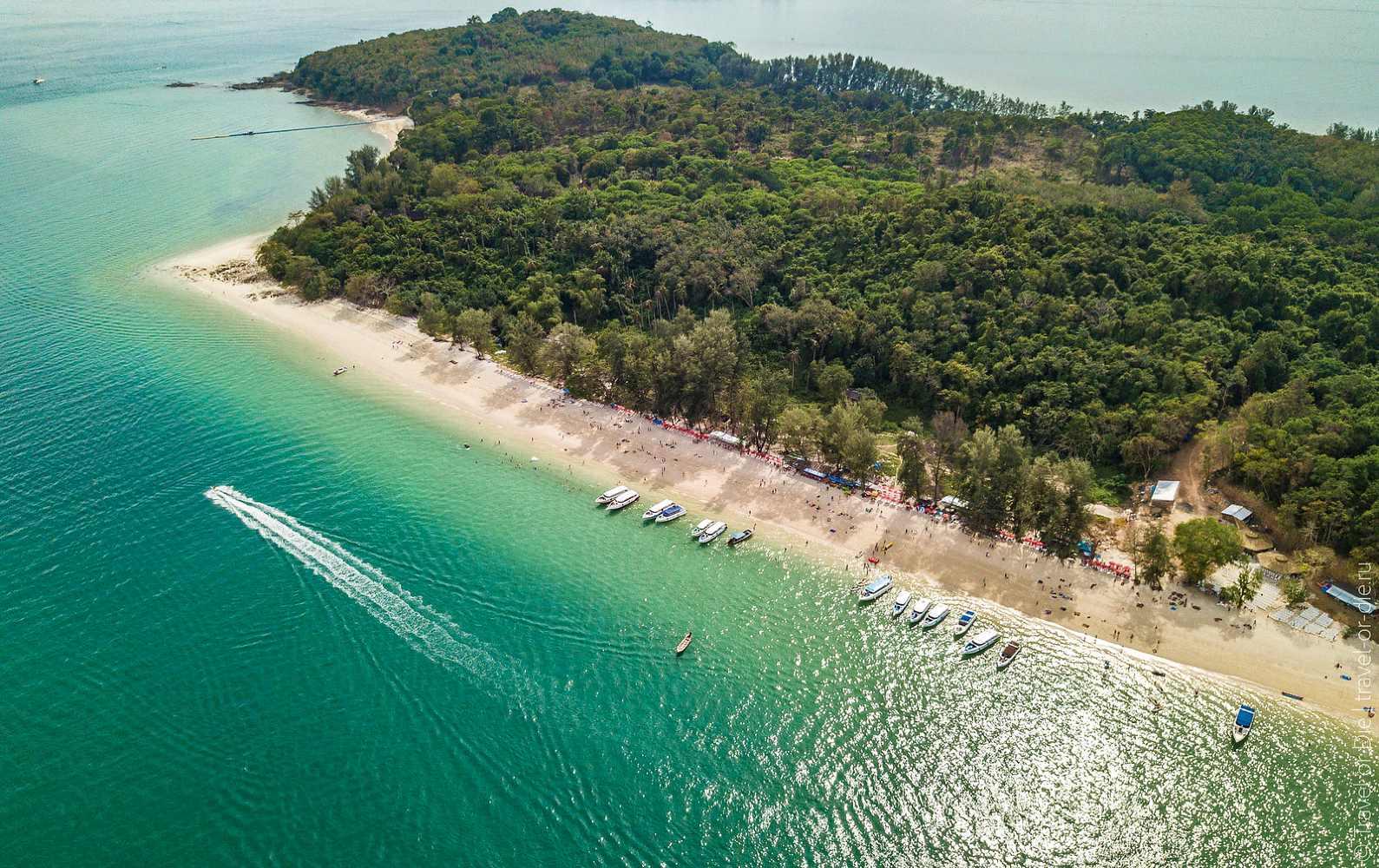 Relaxen op Naka Island, wit strand en helder water