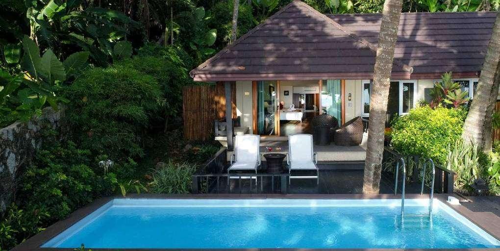 Pool Villa van het Andaman White Beach Resort aan Nai Thon Noi Beach in Phuket, Thailand