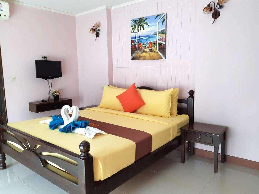 kamer met opgemaakt bed van het Lareena Resort