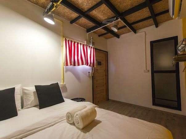 binnenkant van de slaapkamer in het container hotel