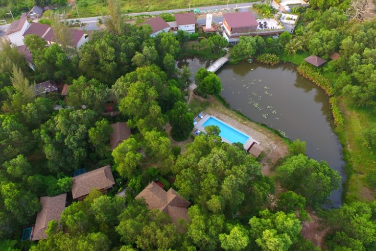 Drone foto van The Touch Green in Nai Yang op Phuket, Thailand