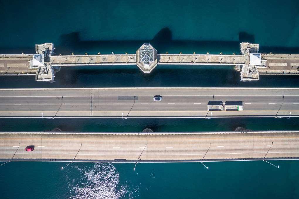 De Sarasin brug van Phuket gezien vanaf de lucht met een drone