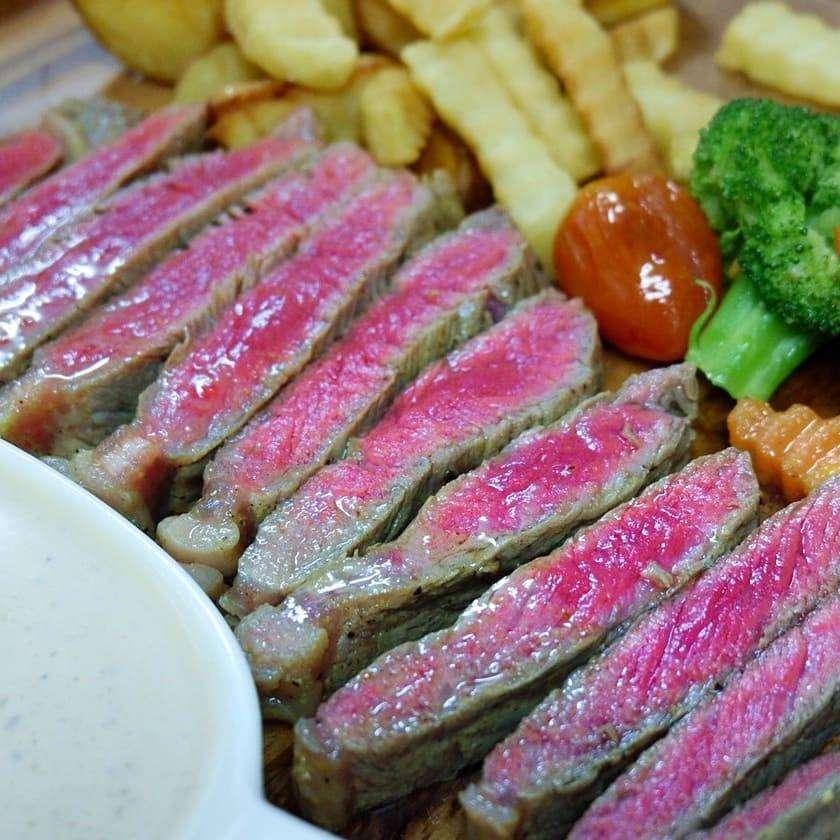 Diner bij The Naiyang Cafe op Phuket, Thailand