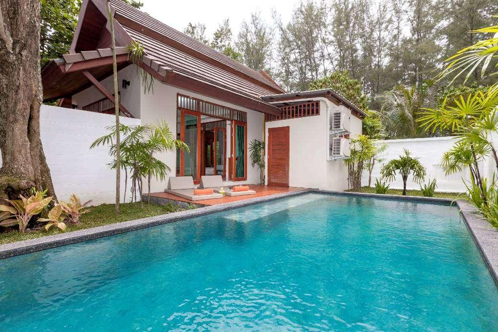 Pool Villa van het L'esprit De Naiyang Beach Resort op Phuket, Thailand