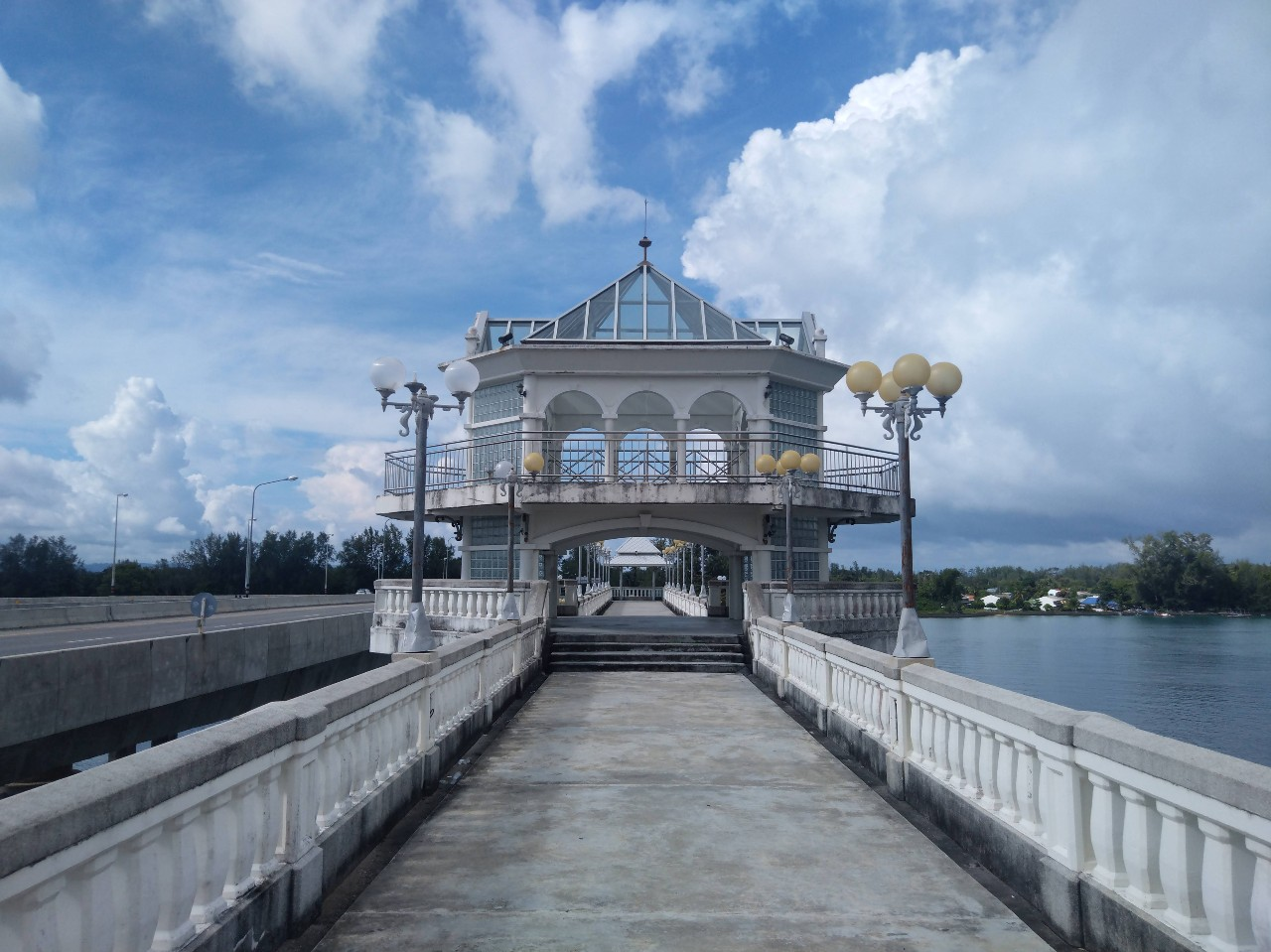 Paviljoen op de oude Sarasin brug van Phuket, Thailand