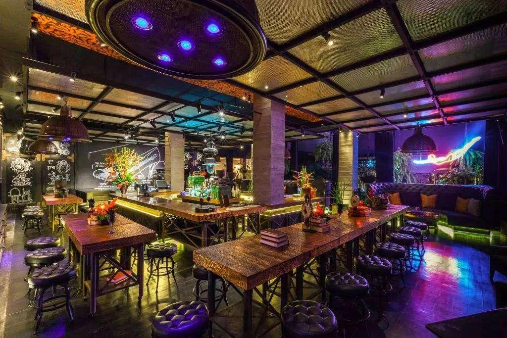 Relaxruimte bij The Slate Phuket. een prachtig resort aan Nai Yang Beach op Phuket