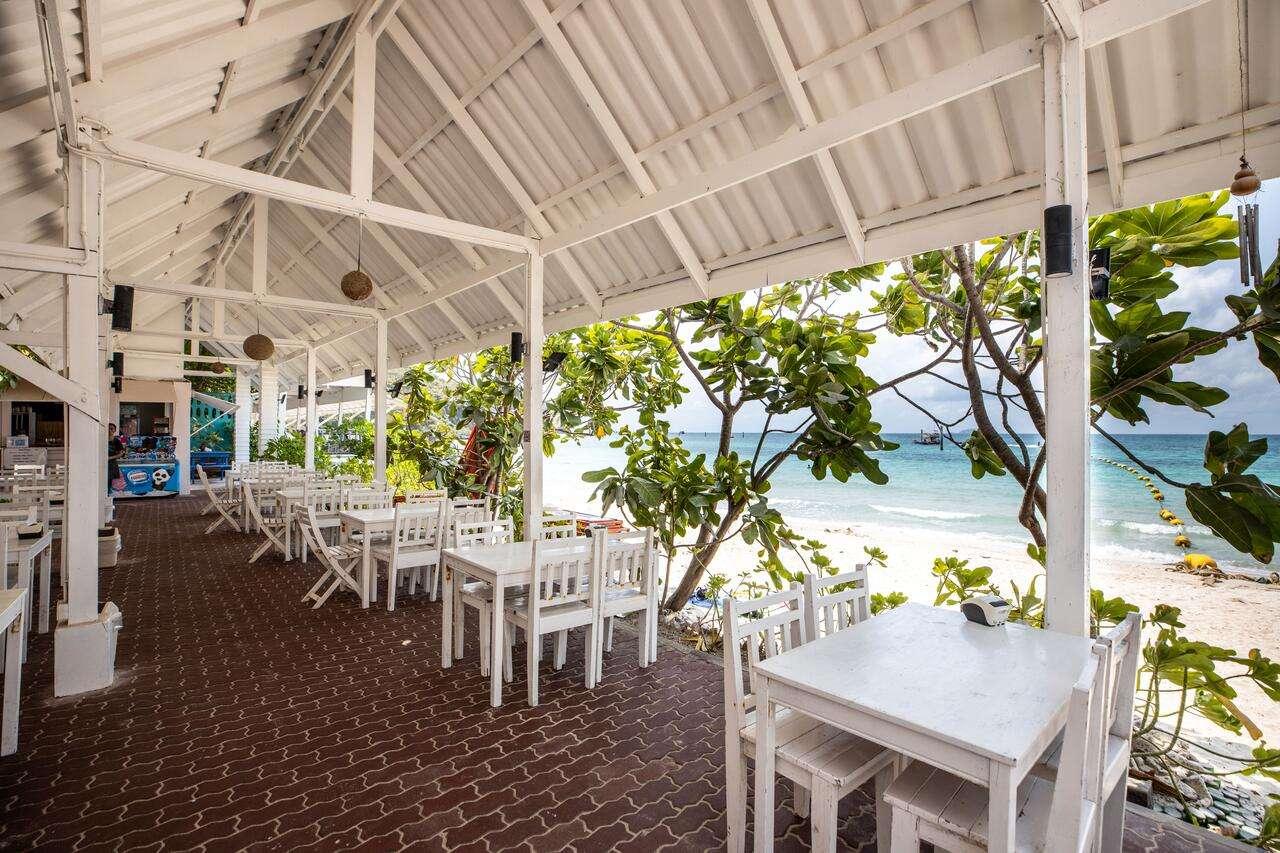 restaurant Xanadu Beach Resort met uitzicht op Samea Beach